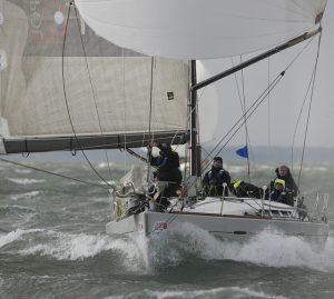 how-to-sail-helming-big-seas1